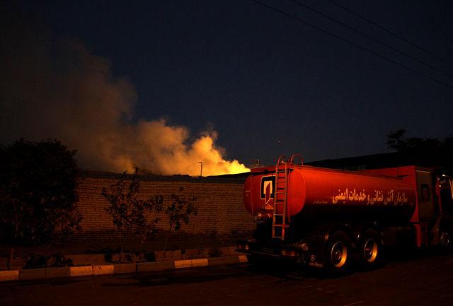 آتش سوزی انبار ضایعات چوب و ام دی اف در سلطان آباد