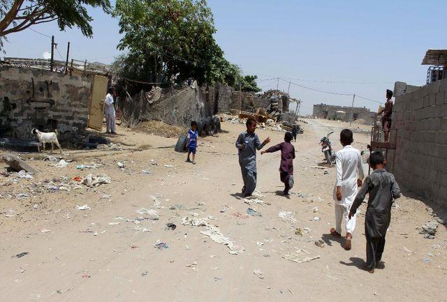 کودکان سیستان و بلوچستان کفش ندارند