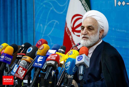 اتهامات دیگری به پرونده احمدی نژاد افزوده شده/ یک نفر غیر از ماموران پلیس حادثه پاسداران در بیمارستان فوت شده/ وضعیت پرونده جاسوسان محیط زیستی/ واکنش به اعمال ماده 18 در پرونده زاکانی